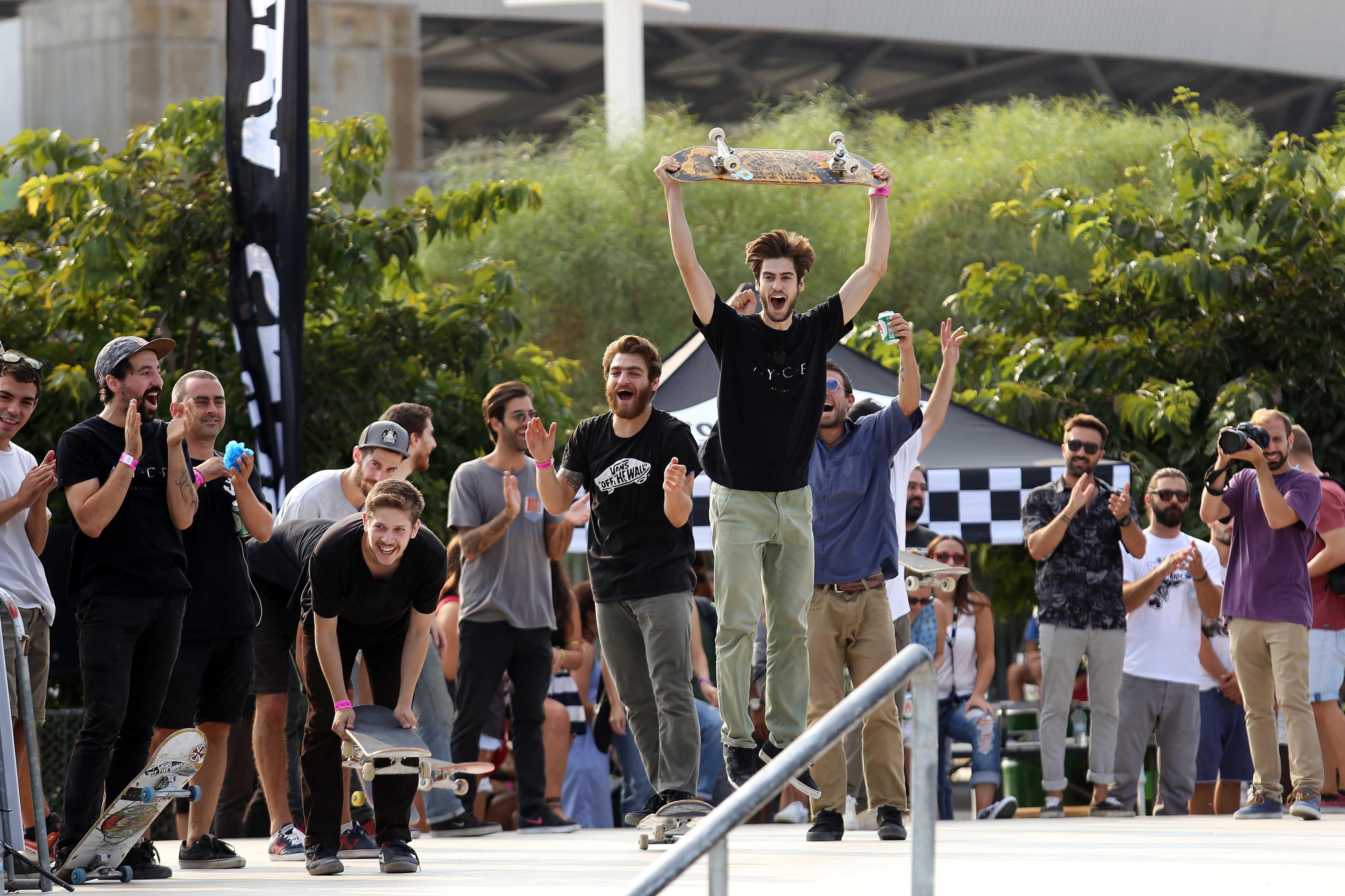 6e917e25e0 Vans Shop Riot Greece